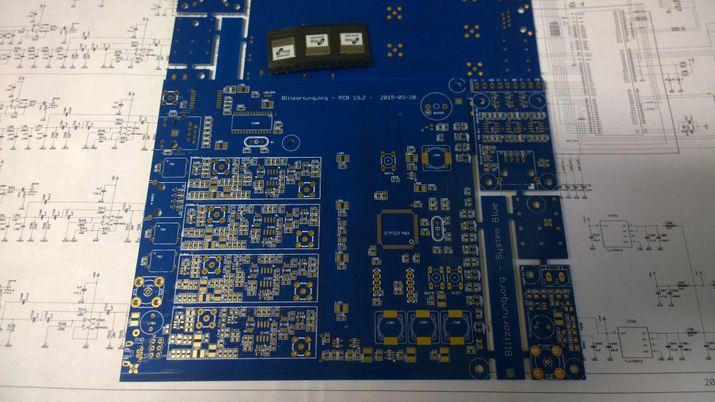 Tässä uusi Blitzortung BLUE kortti PCB19.2  ja ylhäällä 3 GPS moduulia.